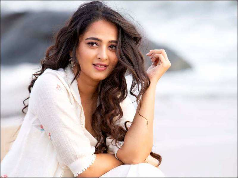 Let us all help each other navigate through these tough times: Anushka Shetty