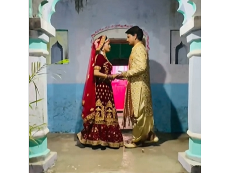 Pravesh Lal Yadav treats fans to a BTS video with co-star Richa Dixit