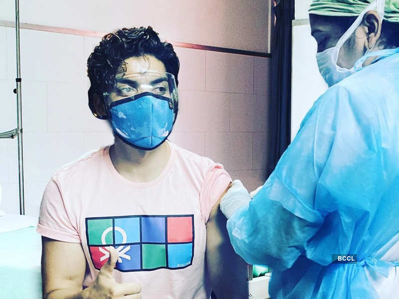 Actor Gurmeet Choudhary gets first Covid-19vaccination shot (Photo - Instagram)