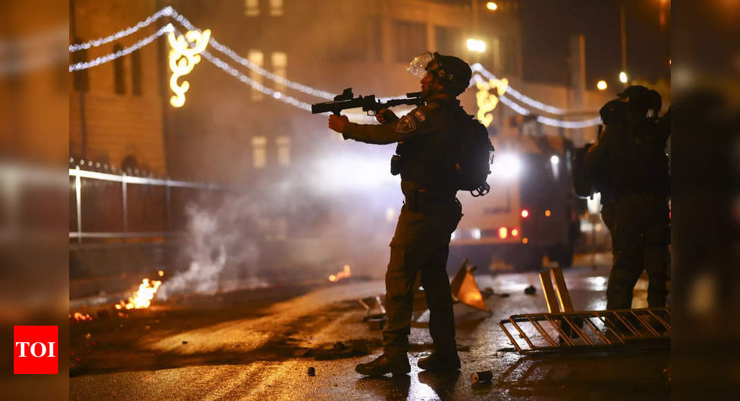 Israel police clash with Palestinians in Jerusalem