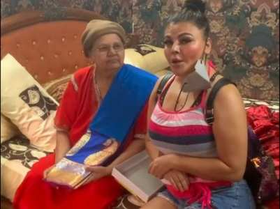 Rakhi Sawant gifts her mom a silk saree