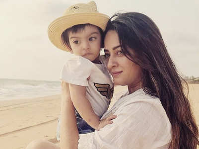 Mahhi's charming picture with daughter Tara