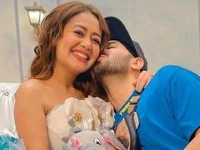 Neha Kakkar and Rohanpreet's mushy photos