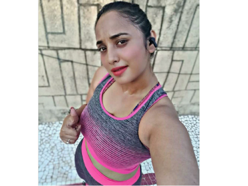 Rani Chatterjee motivates fans with a selfie