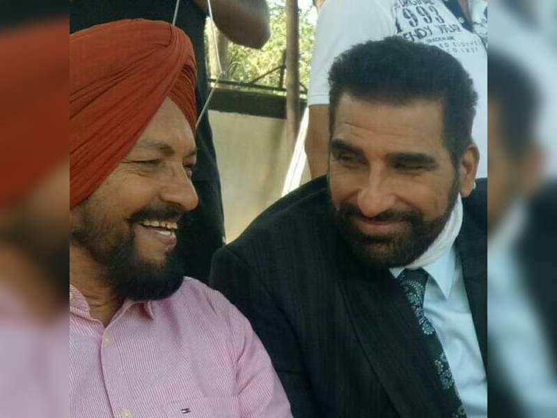 Sardar Sohi (left) with Bollywood actor Mukesh Rishi