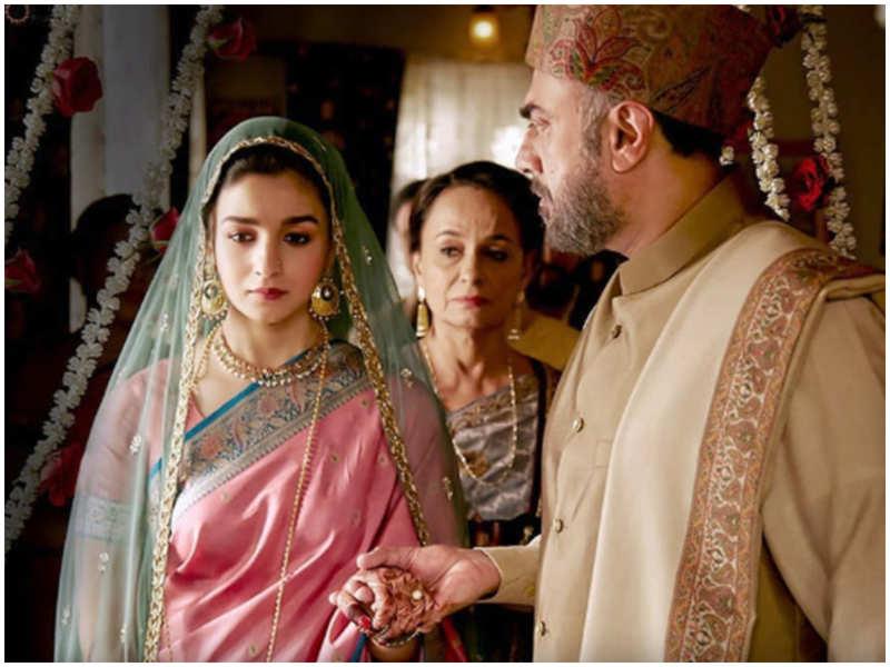 #3YearsOfRaazi: 3 important values that Alia Bhatt's 'Sehmat' taught us