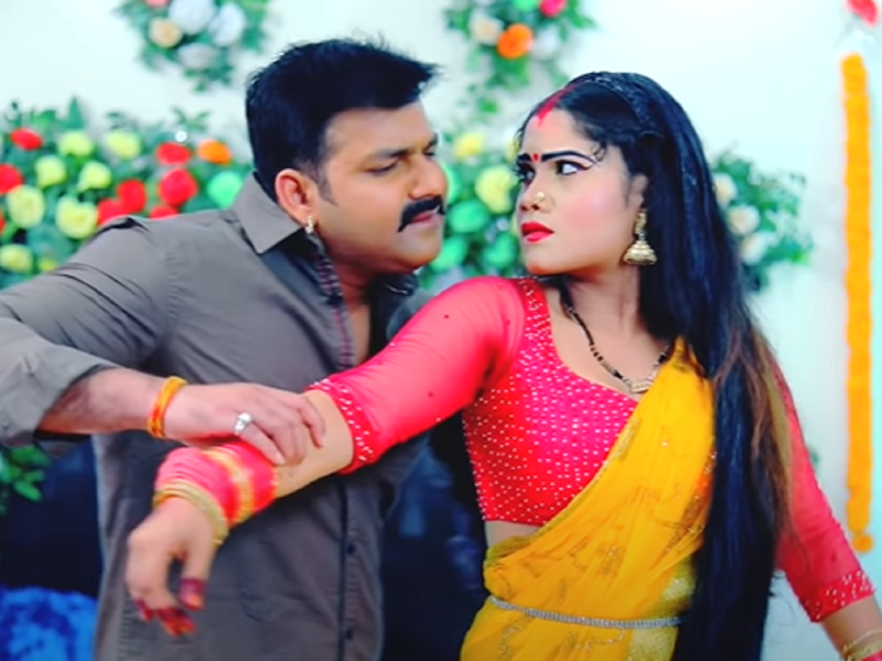 Pawan Singh's new romantic song 'Single Palangiya' is out!