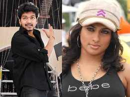 Did you know, Malavika was two months pregnant while grooving with Vijay for the 'Kuruvi' opening song?