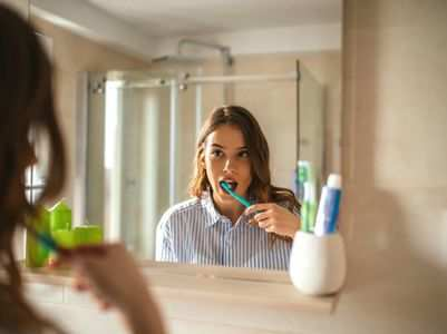 Should you brush your teeth after breakfast or before it?