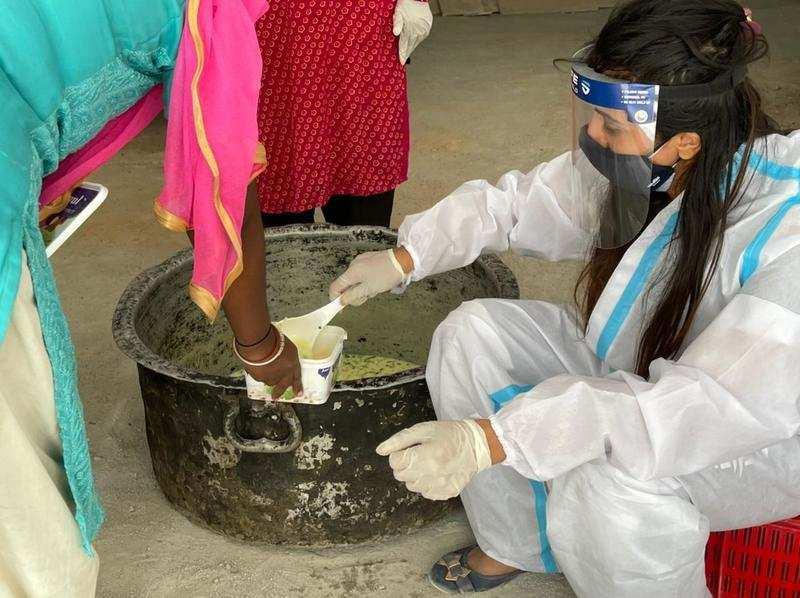 Sanjjanaa Galrani continues her food distribution effort