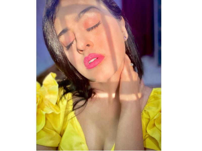 Yamini Singh looks mesmerising in her latest sunkissed selfie