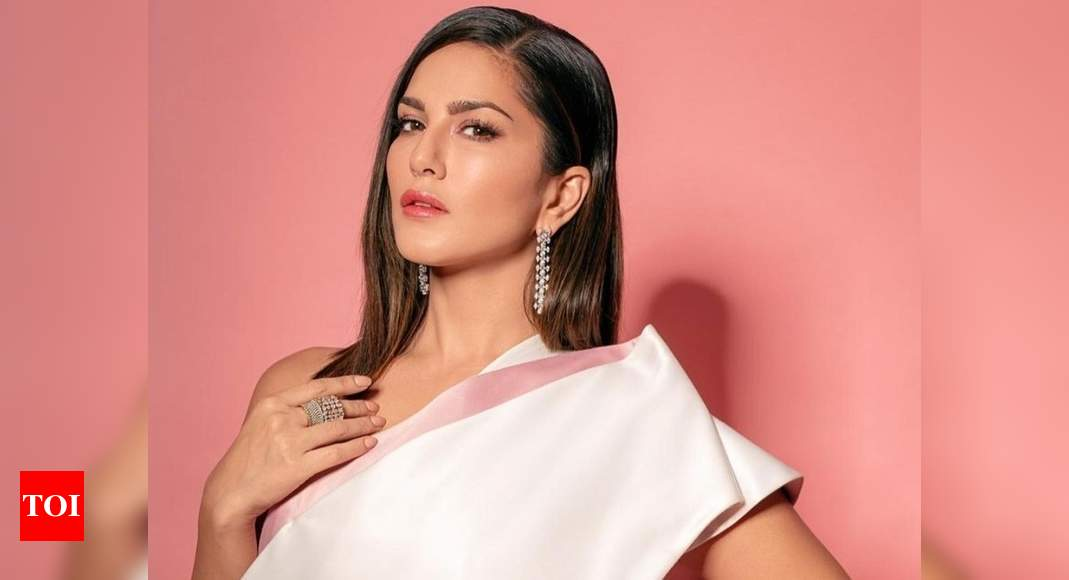 Sunny Leone thanks fans for their birthday wishes; urges them to wear a mask and 'spread love not hate' – Times of India