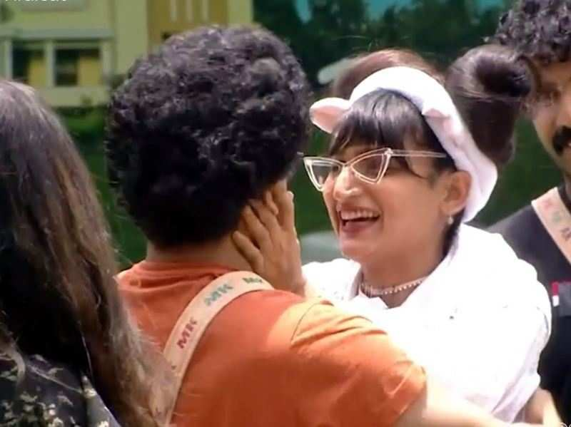 """Bigg Boss Malayalam 3: Dimpal Bhal is back; says, """"How will I leave without completing what I have started"""""""