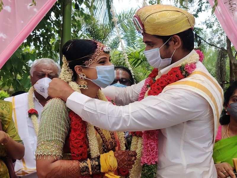 Chandan Kumar and Kavitha Gowda have an intimate wedding