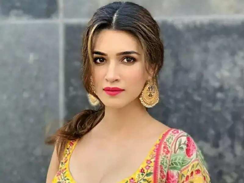 Kriti Sanon to play the female lead opposite Vijay Deverakonda in Sukumar's next?