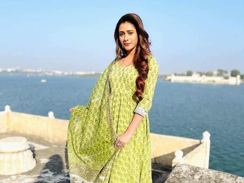 Hiba Nawab misses 'Jijaji Chhat Parr Koii Hai' team on International Day of Families
