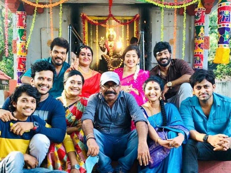 Idhayathai Thirudathey completes 500 episodes (Photo - Instagram)