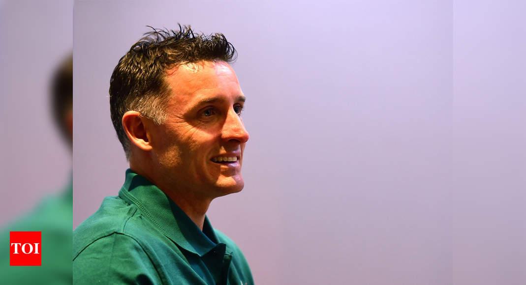 CSK batting coach Michael Hussey returns to Australia