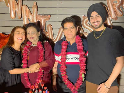 Neha Kakkar celebrates parents' wedding anniv.