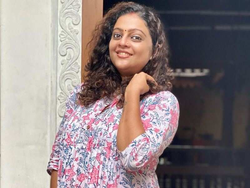 Actress Aswathy Sreekanth, expecting her second child, slams netizen for body shaming her