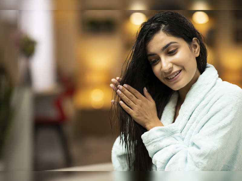 10 tips to deal with oily hair in summers