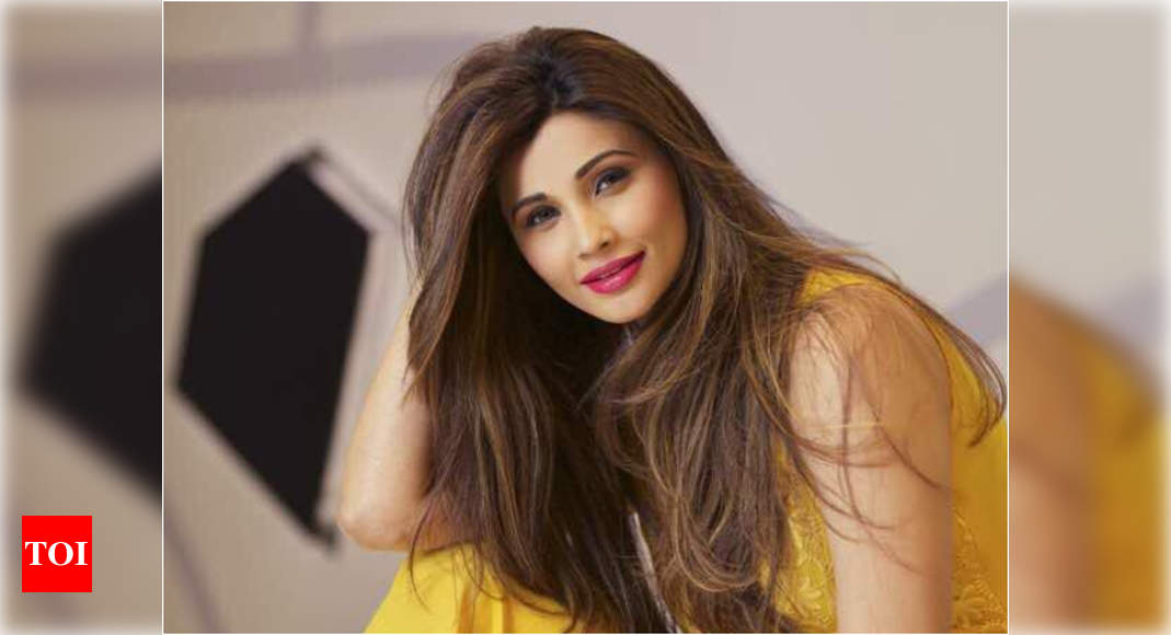 Daisy Shah disappointed with people pretending to ask for help, just to see their name on a celeb's Instagram story | Hindi Movie News
