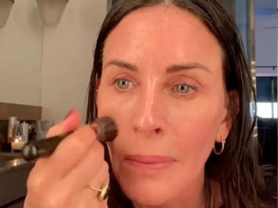 Courteney Cox's 5-minute makeup tutorial is best for a quick fresh look