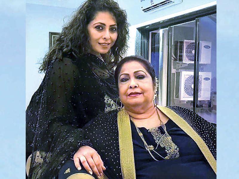 Geeta Kapur with her mother (BCCL_ geeta_kapurofficial).