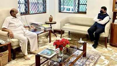 Devendra Fadnavis Meets Sharad Pawar in Mumbai and Terms it 'Courtesy' Call