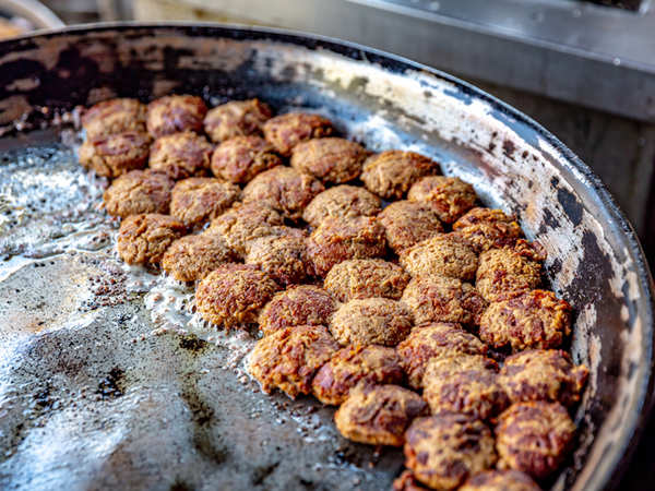 Which Indian city does the delicacy Tunday Kabab belong to?