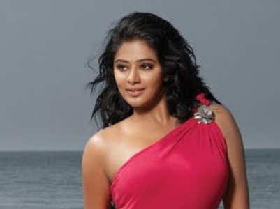 Stunning pictures of Priyamani