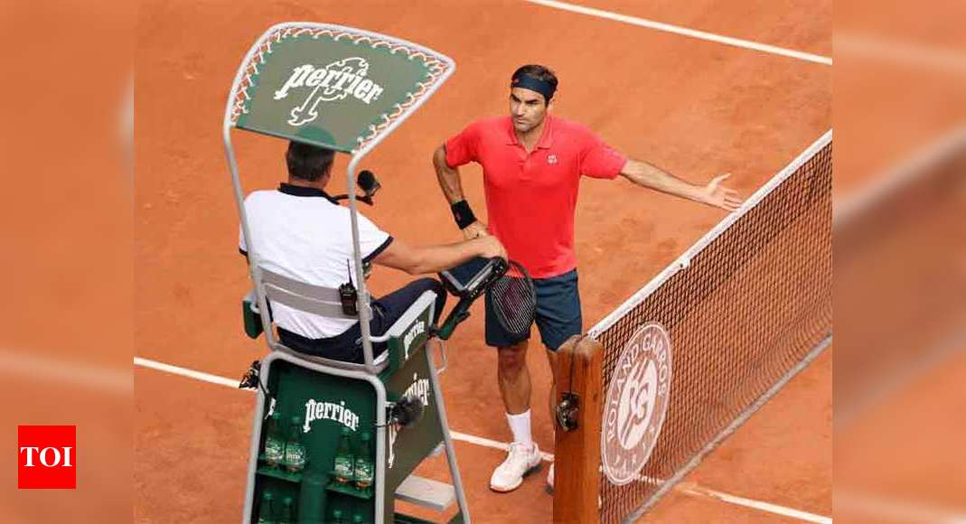 Federer loses cool at French Open before making last 32 | Tennis News – Times of India