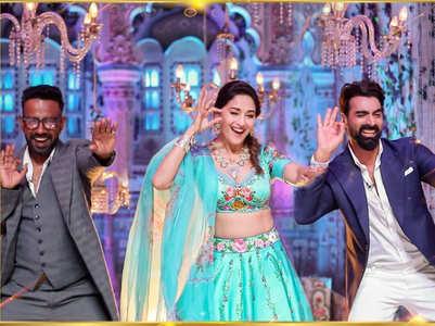 Madhuri Dixit dances with Tushar-Dharmesh