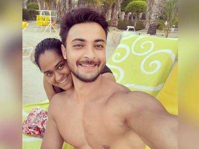 Arpita posts a cute pic with Aayush Sharma