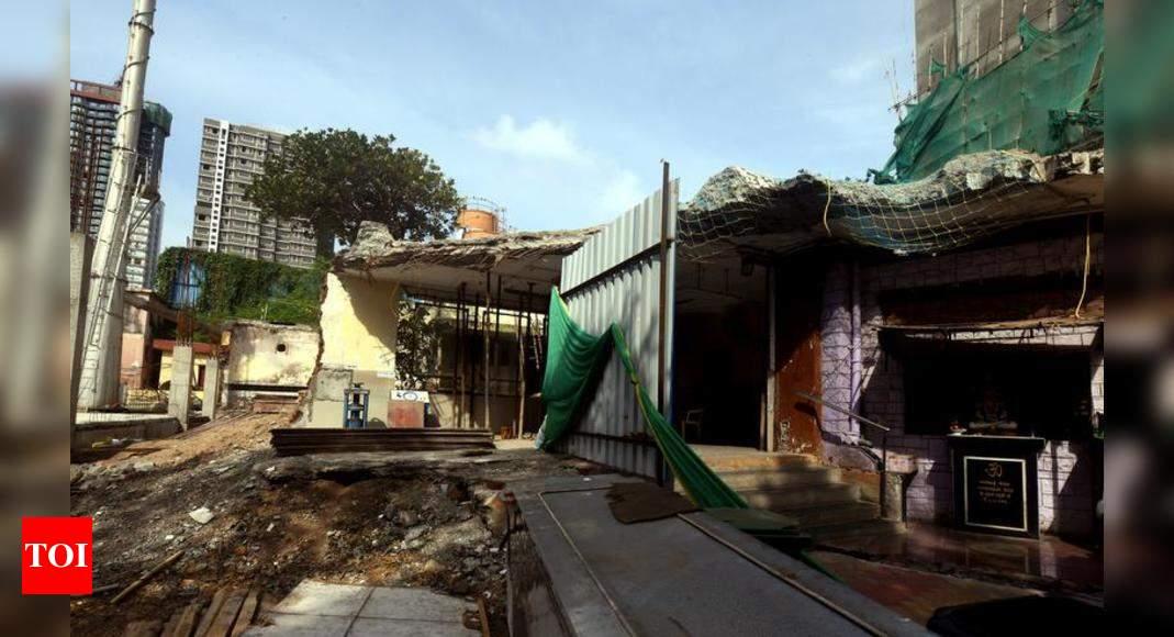 Mumbai: Crematorium's barricades stay after 'higher ups' call | Mumbai News - Times of India