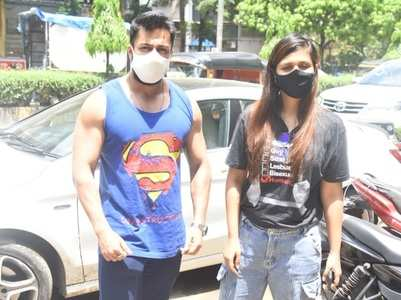 Dalljiet spotted with ex-husband Shalin