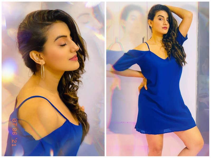 WATCH: Akshara Singh grooves to Govinda and Karisma Kapoor's song 'Sona Kitna Sona Hai'