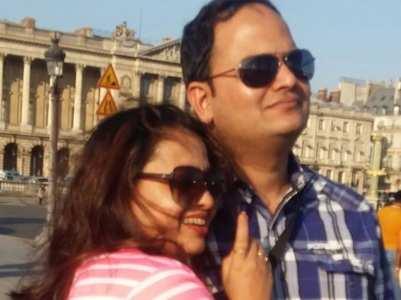 Sonalika Joshi wishes hubby Sameer; see pic