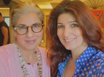 Twinkle wishes Dimple Kapadia on her B'day