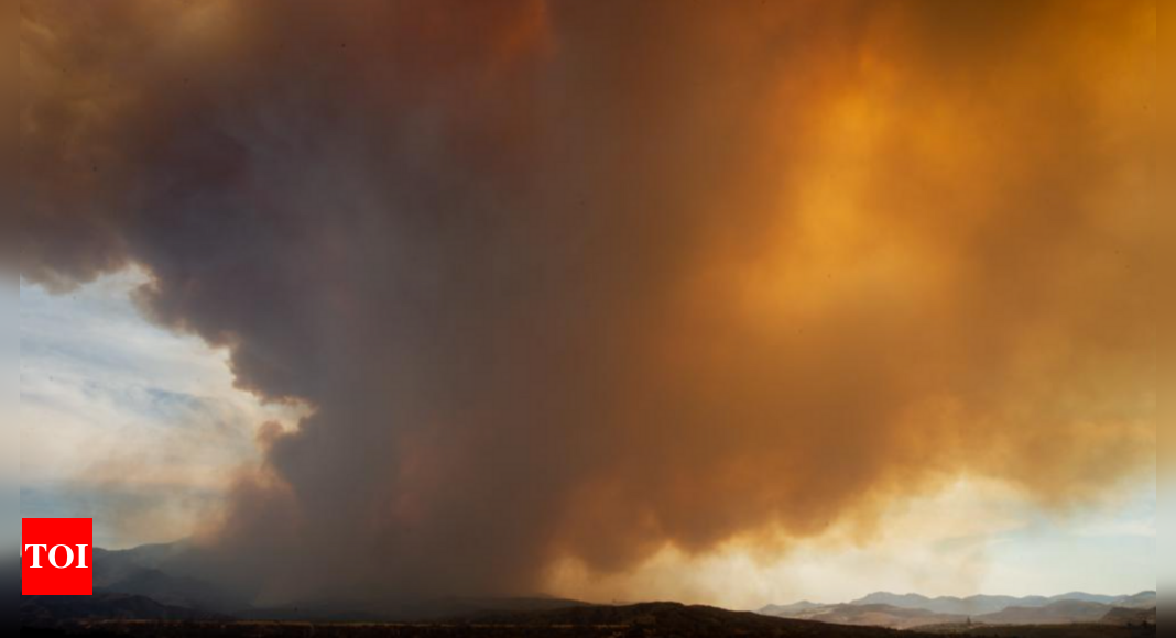 Rural Arizona residents wait as wildfire spreads uncontained thumbnail