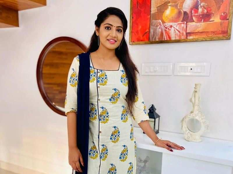 """Anshitha refutes rumours of quitting 'Koodevide'; says, """"I will continue as Koodevide's Soorya"""""""