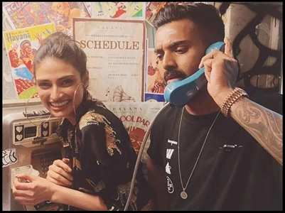 Is Athiya in England with KL Rahul?