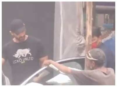 Video: John Abraham interacts with a fan