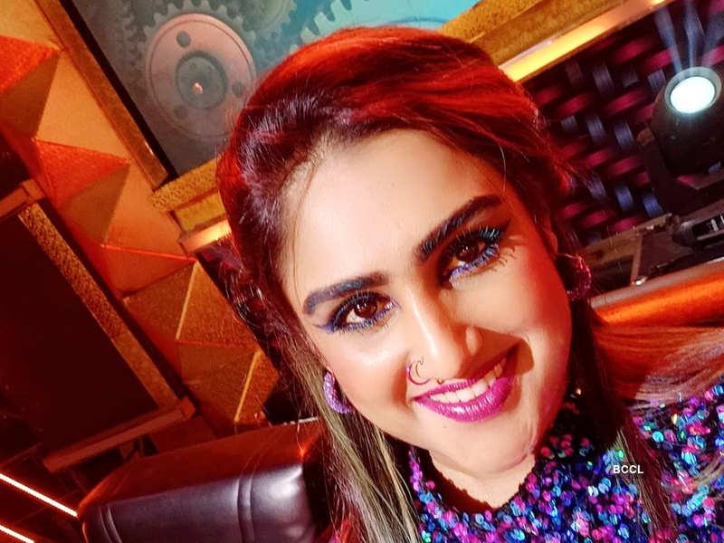 "Bigg Boss Tamil 3 fame Vanitha Vijaykumar refutes rumors over her relationship status; says, ""am very much single and available"" (Photo - Instagram)"