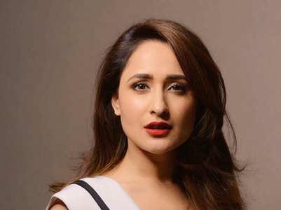 Pragya Jaiswal scintillating looks