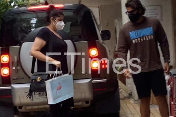 Arjun-Anshula spotted outside a hospital