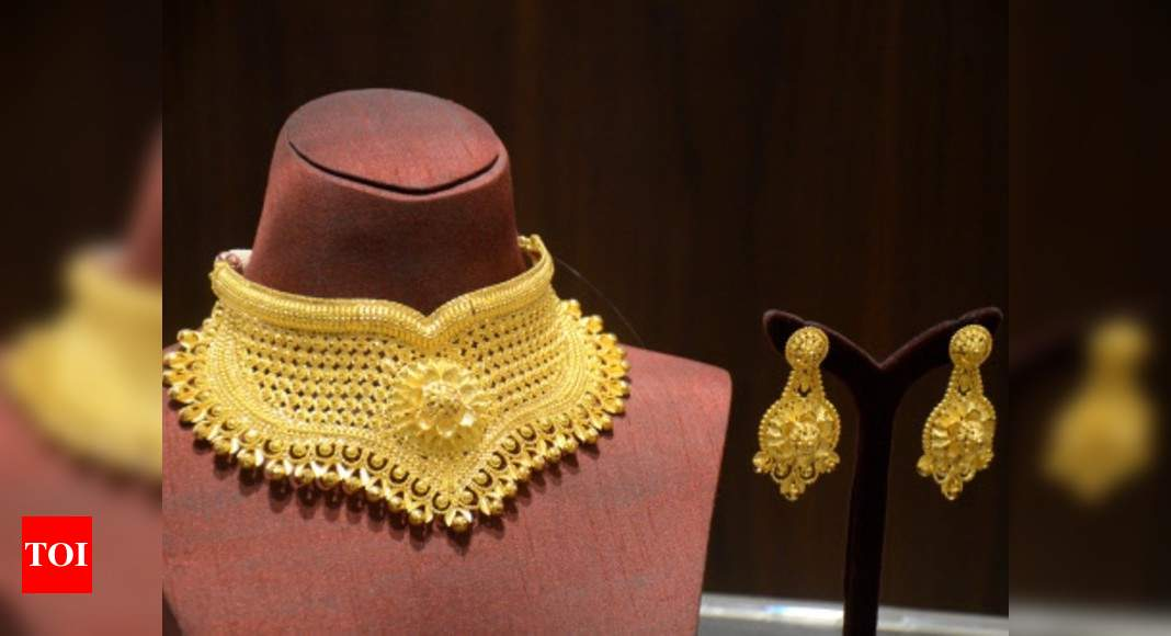 Jewellers lift shutters; discounts prevail in top hubs