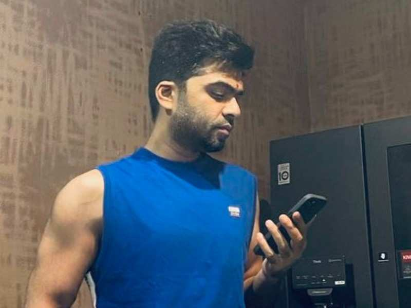 Silambarasan shows off his well-maintained physique in his latest picture on social media