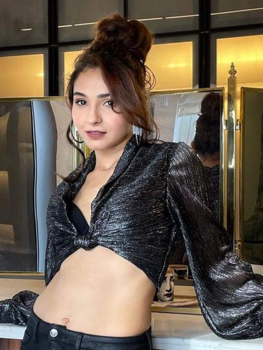 Andrea Jeremiah's classy pictures