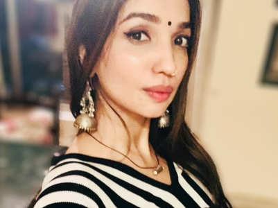 Kanika Dhillon spits fire on Nayjyot Gulati